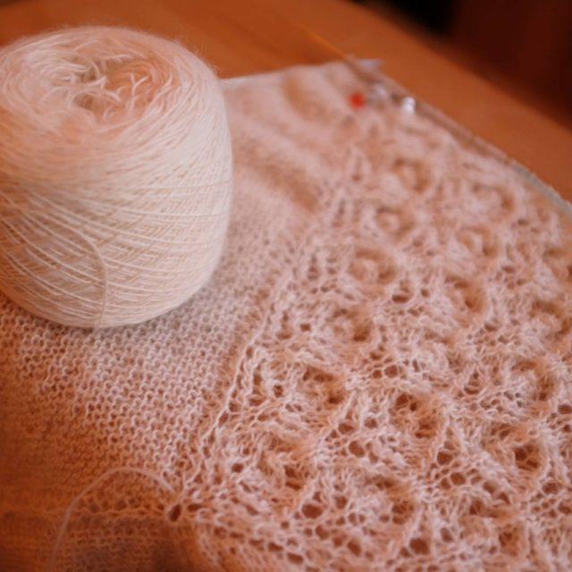 Un peu de tricot par ici ! Mon futur chlehellip